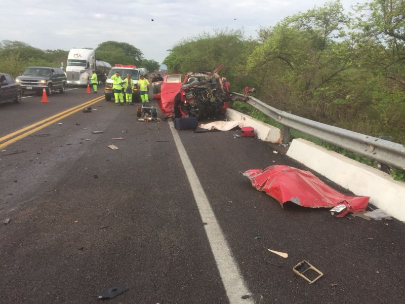 Accidente carretero deja tres muertos y cuatro lesionados