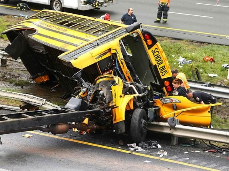 Accidente de autobús en EU deja 2 muertos