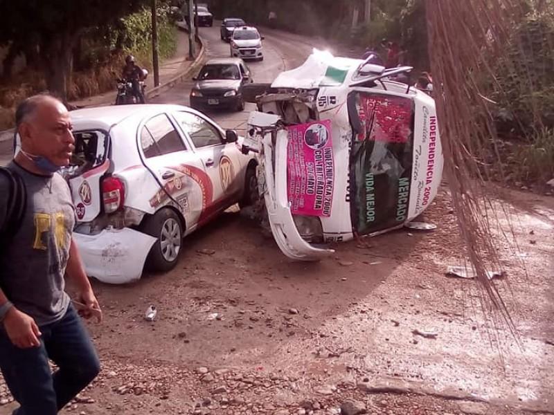 Accidente de colectivo deja 10 heridos