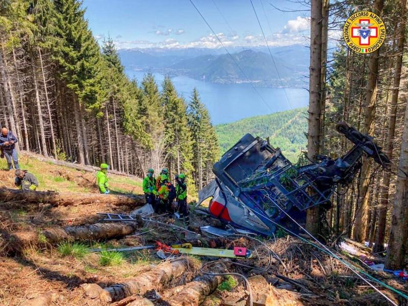Accidente de teleférico deja 9 muertos en Italia