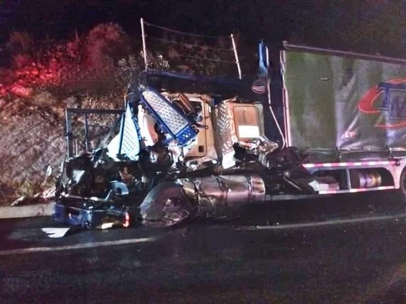 Accidente en la Amozoc-Perote deja conductores muertos
