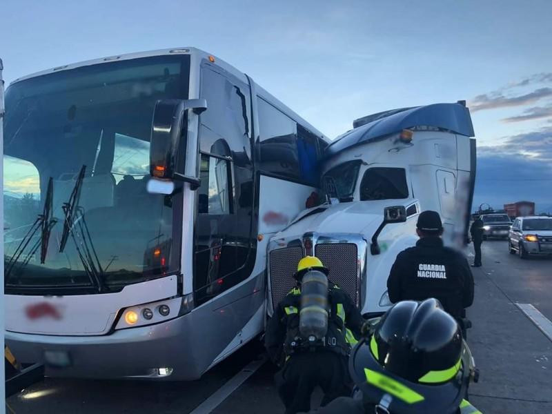 Accidente en la Puebla-Orizaba deja un muerto y cuatro heridos
