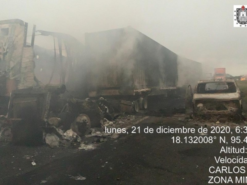 Accidente múltiple provoca incendio en carretera a Isla