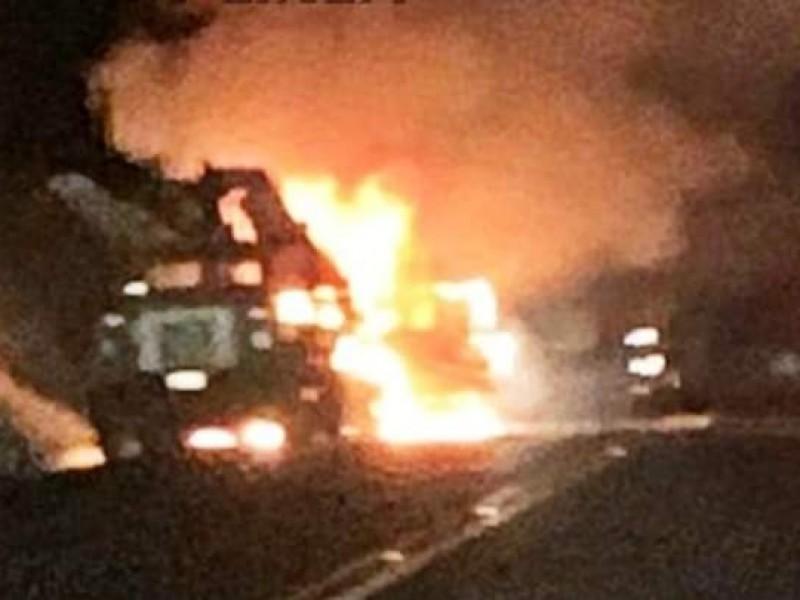 Accidente provoca incendio de camioneta en la Amozoc-Perote