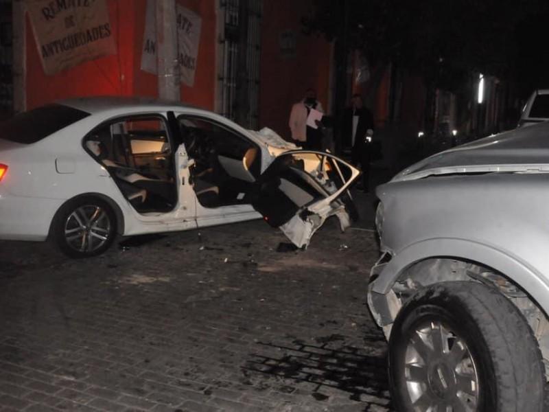 Accidente vehicular en centro histórico deja prensado a conductor