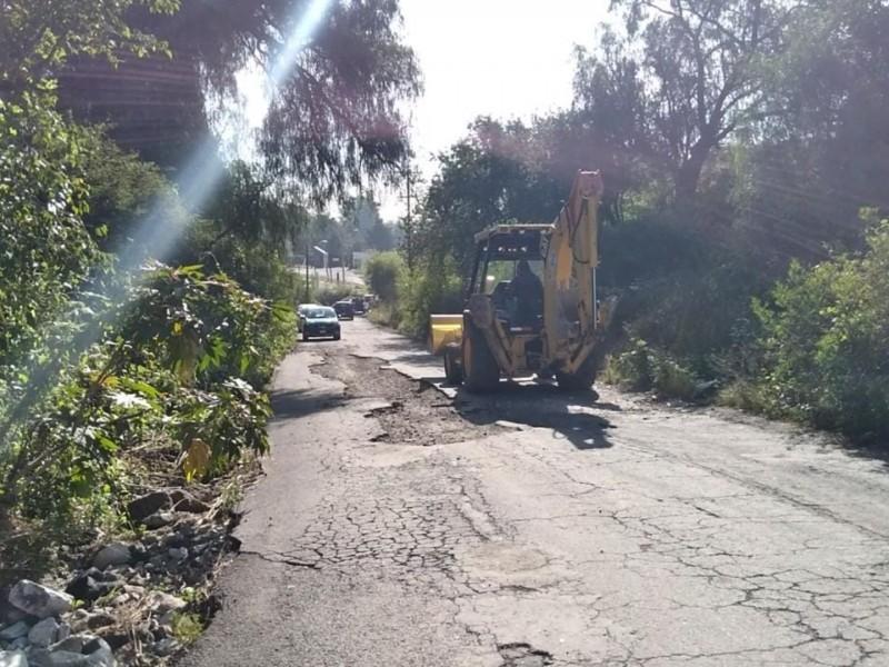 Accidentes por inundaciones y baches, registran en camino Al Batán