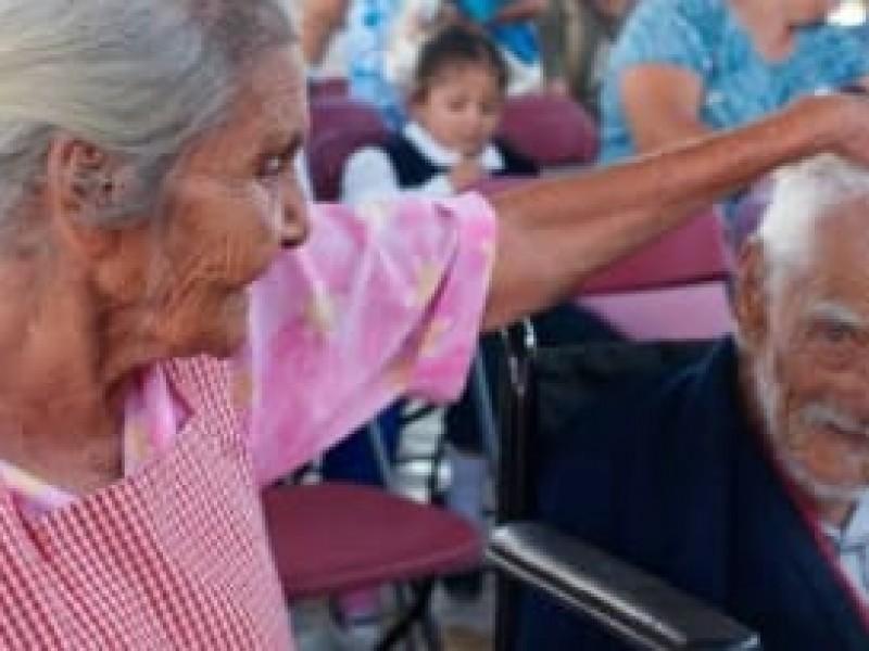 Acrecentan protestas por falta de pago adultos mayores