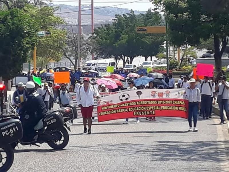 Acreditados en Chiapas marchan en medio de contingencia