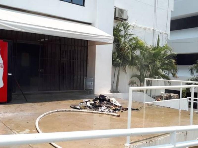 Acreditados vandalizan oficinas en Tuxtla