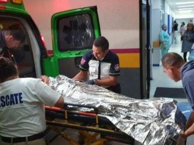 Acribillan a familia en Ario, muere un hombre