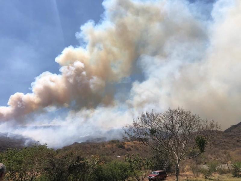 Activan alerta atmosférica por incendio forestal en cerro Totoltepec, Tlajomulco