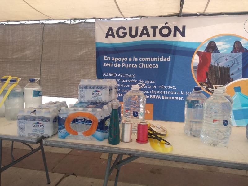 Activistas colectan agua purificada para donarla a comunidad seri