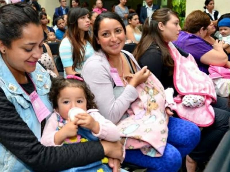 Activistas promueven lactancia para evitar la muerte de 5 mil recién nacidos