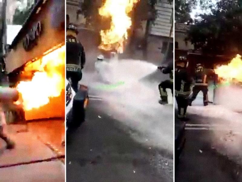 Acto heroico, bombero previene explosión cargando tanque en llamas