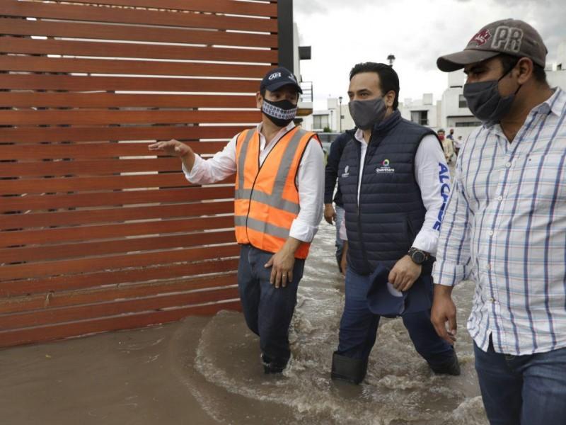 Acuden autoridades a zonas afectadas por lluvias en la capital