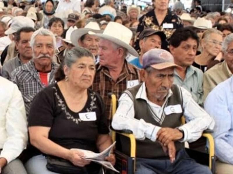 Adelanta gobierno federal 4 meses de pensión para adultos mayores