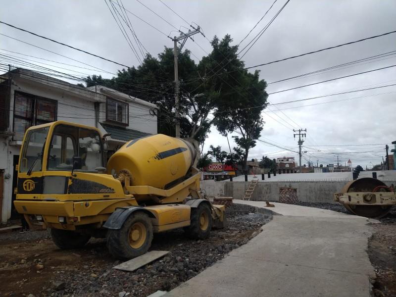 Adeudan 30 mdp a constructoras por obras municipales