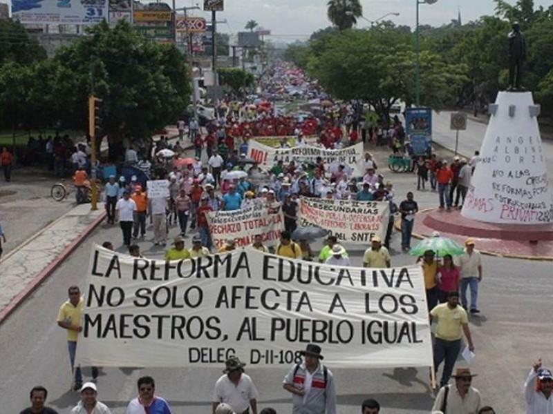 Adeudan millones a trabajadores de educación del estado en Chiapas