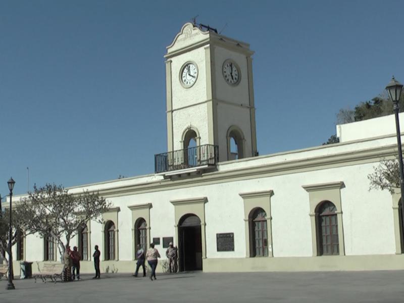 Administración municipal paga becas a estudiantes
