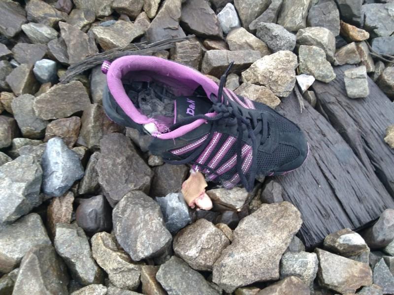 Adolescente sufre accidente al caer de tren