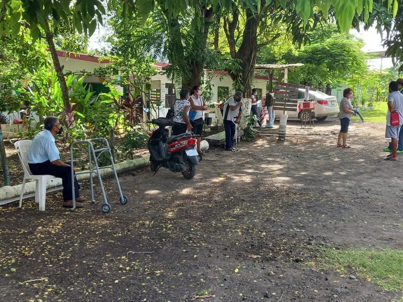 Adultos mayores de Tuxpan sin poder inscribirse a programa