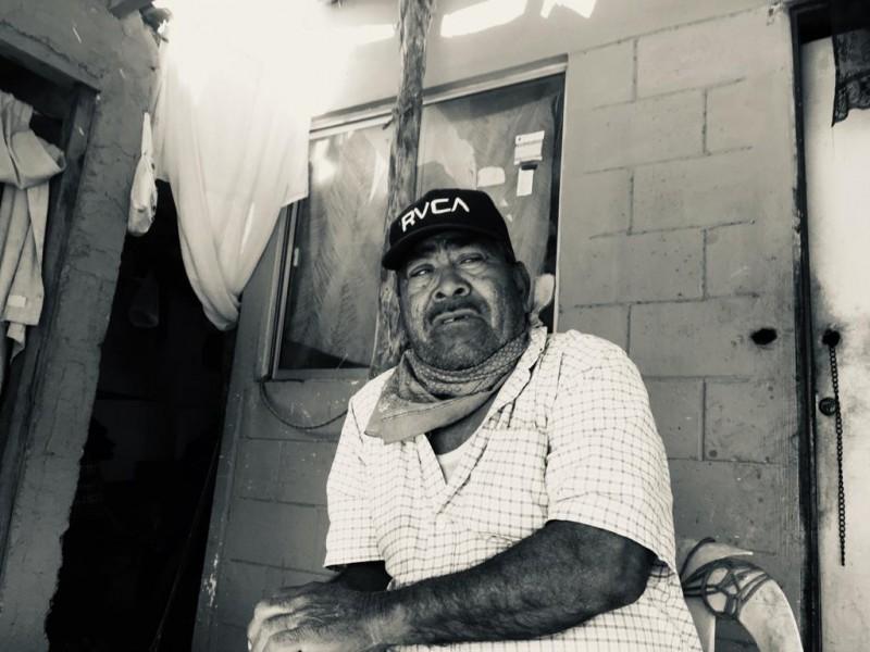 Adultos mayores indígenas sin acceso a registro de vacunación