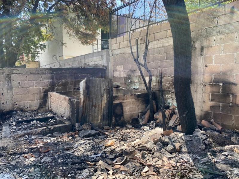 Adultos mayores pierden su patrimonio tras incendio