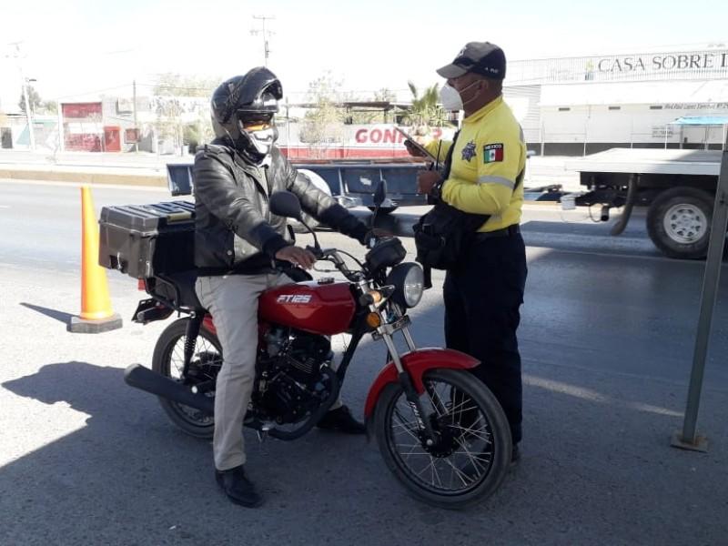 Advierten a motociclistas de no circular por pasos elevados