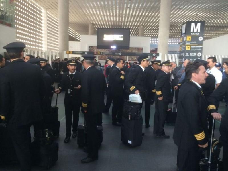 Aeroméxico busca terminar contratos colectivos de pilotos y sobrecargos
