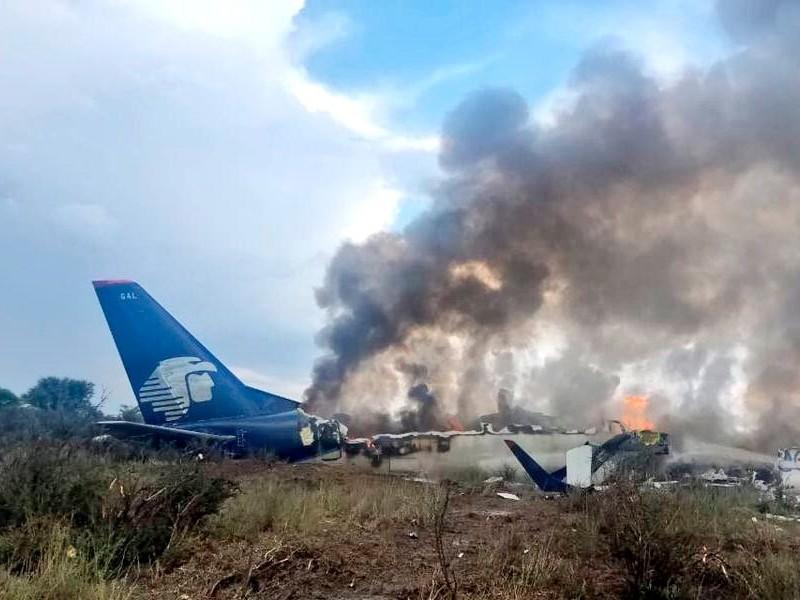 Aeroméxico mantiene asistencia a pasajeros del avionazo