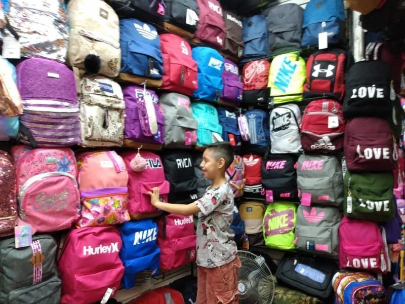 Afecta a locatarios no vender útiles escolares en Mercado Municipal