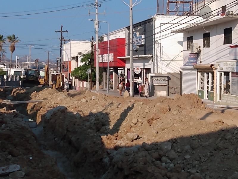 Afectaciones a locatarios por pavimentación de calle