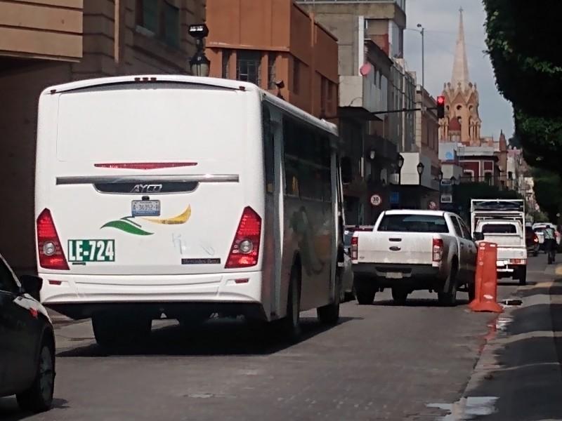 Afectan conos de señalética en calle Pedro Moreno
