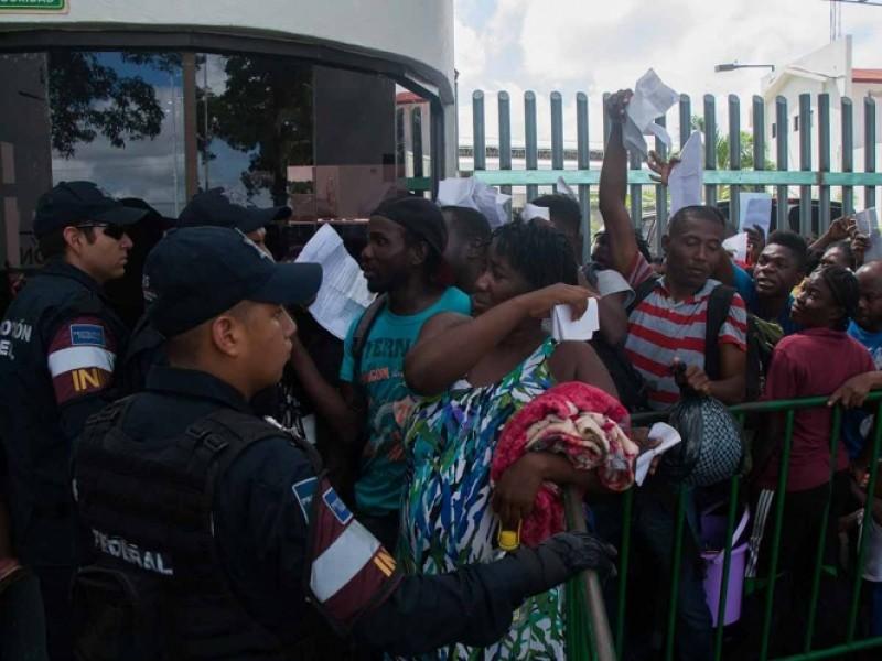 Africanos irrumpen Estación Migratoria en Tapachula