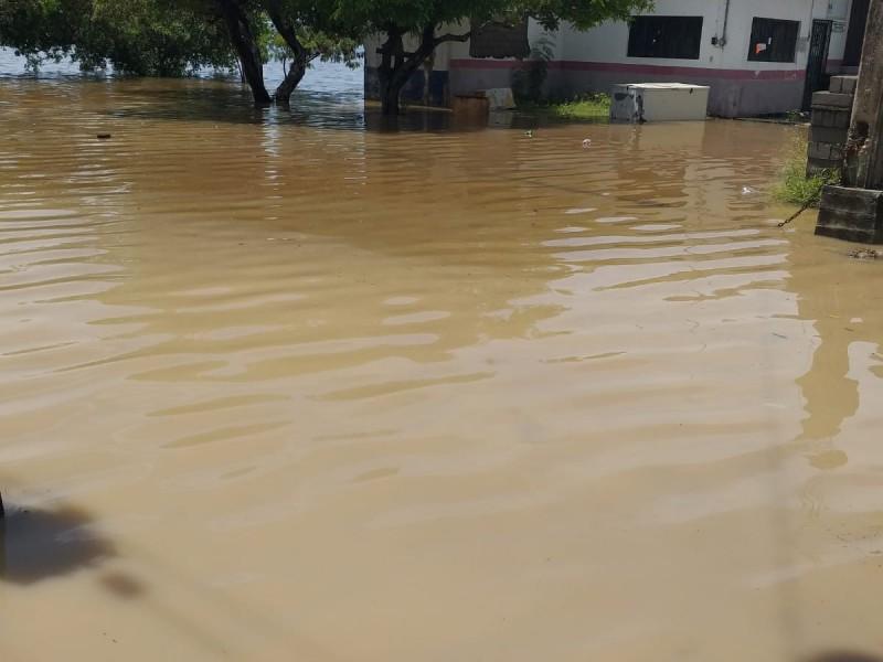 Agencia Huamuchil en total abandono; lluvias dejaron inundaciones severas
