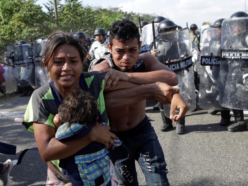 Agentes migratorios desintegran cuarta caravana migrante