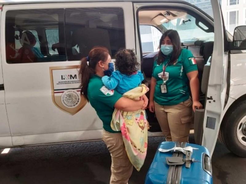 Agentes migratorios rescatan a menores