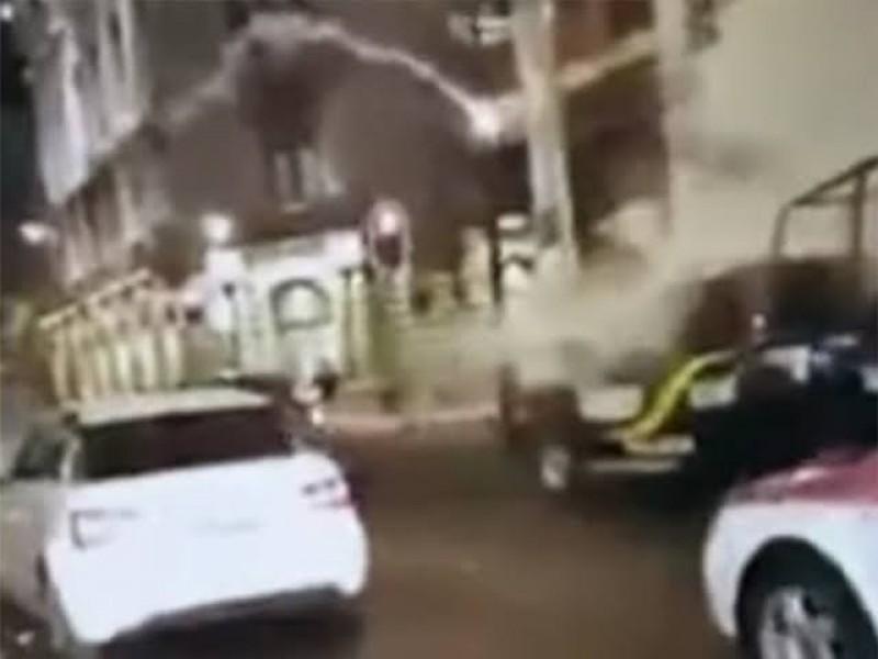Agreden a policías capitalinos con cohetones y extintores
