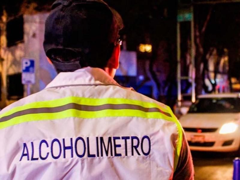 Agreden a policías por alcoholímetro en Iztapalapa