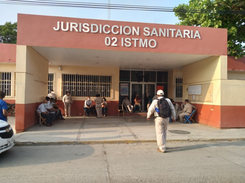 Agremiados a la SNTS paran labores en Oaxaca