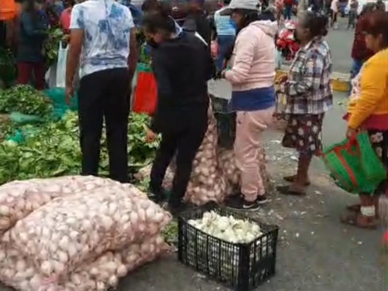Agricultores poblanos regalan sus productos a familias de Tierra Blanca
