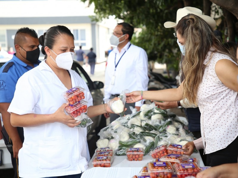 Agricultores y ganaderos queretanos agradecen labor del personal hospitalario