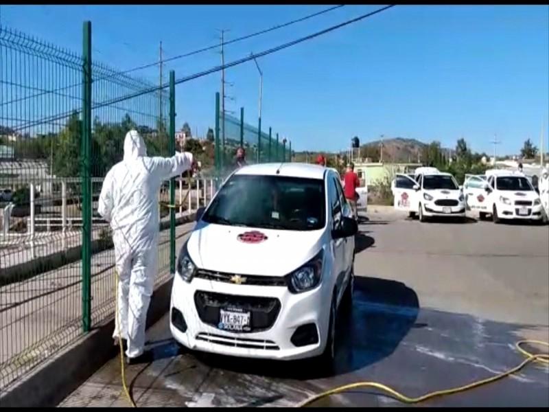 Agrupación de taxis sanitiza unidades para prevenir covid 19