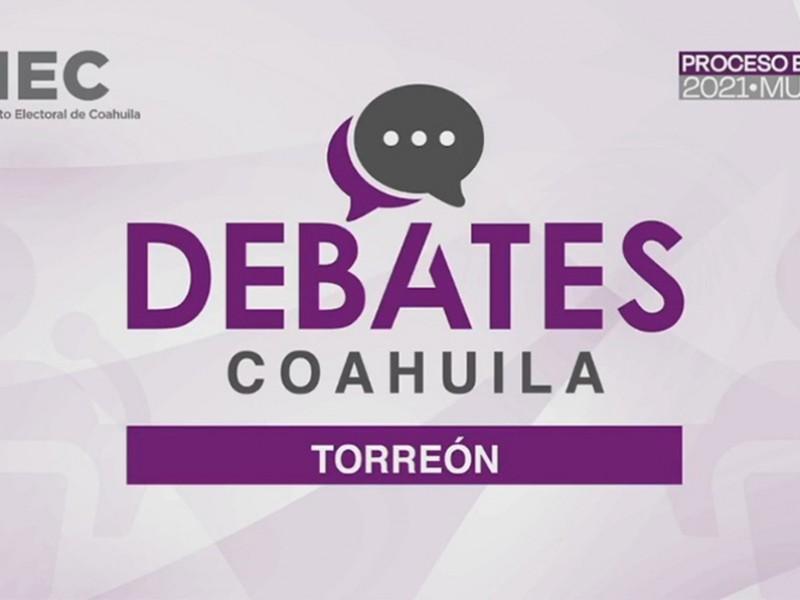 Agua y descalificaciones protagonistas del debate entre candidatos de Torreón