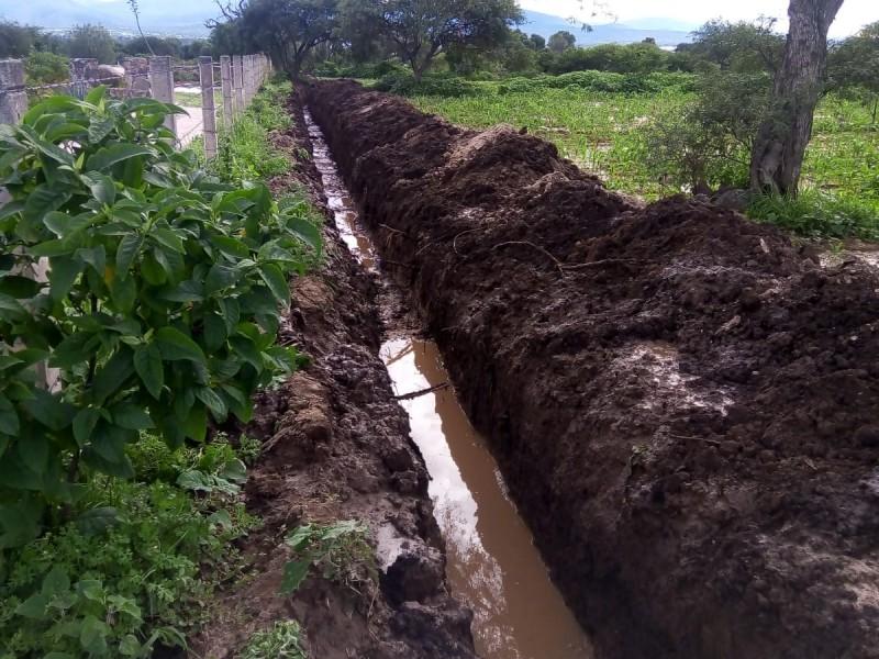 Aguas broncas son desviadas en Cuayucatepec para evitar inundaciones