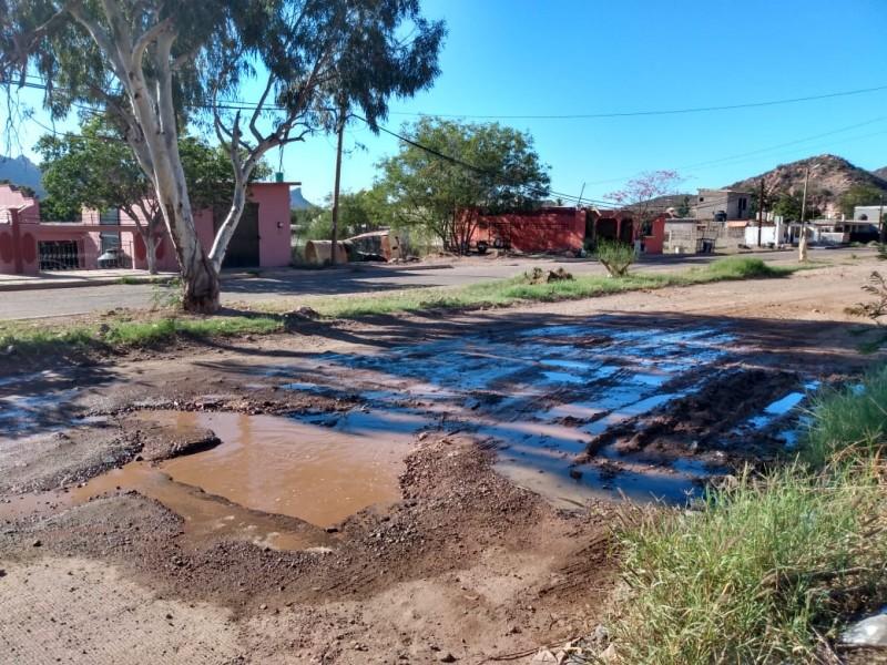 Aguas negras  acaba con calles de la 100 casas