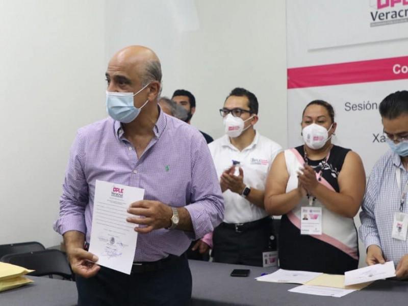Ahued ya es alcalde electo de Xalapa; así recibió constancia