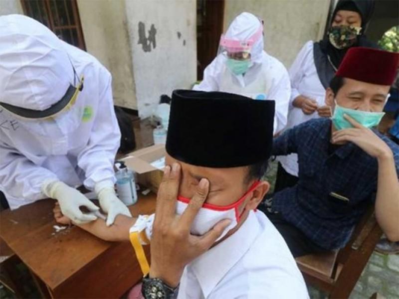 Aíslan a 6 mil estudiantes en Indonesia por Covid-19