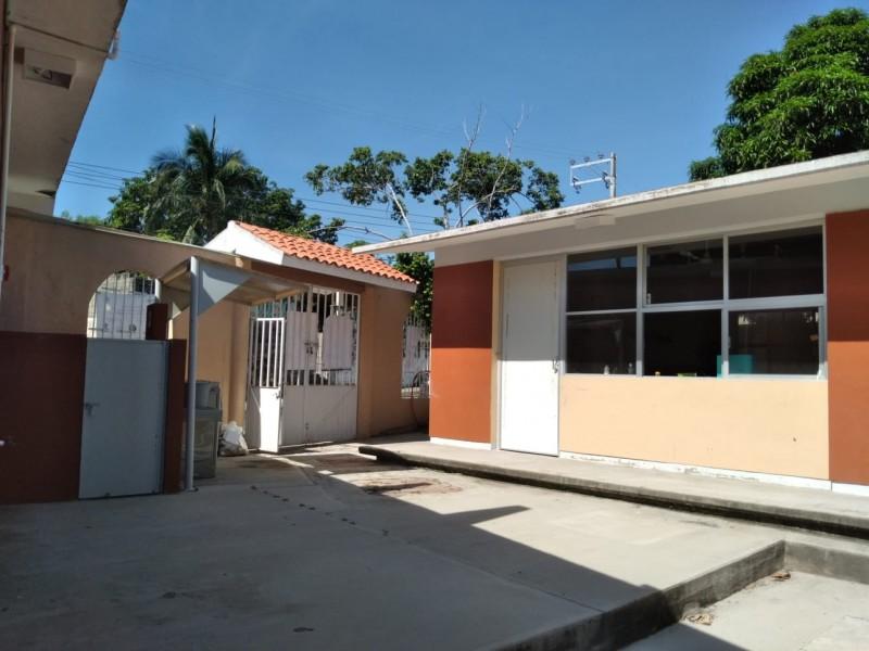 Al menos 10 escuelas han sido saqueadas: Zona Escolar 055