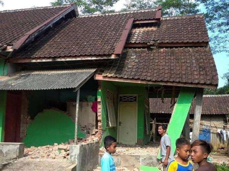 Al menos 8 muertos por terremoto en Java